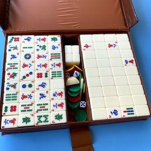 Mahjong tile set